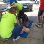 action de secourisme - massage cardiaque sur un mannequin